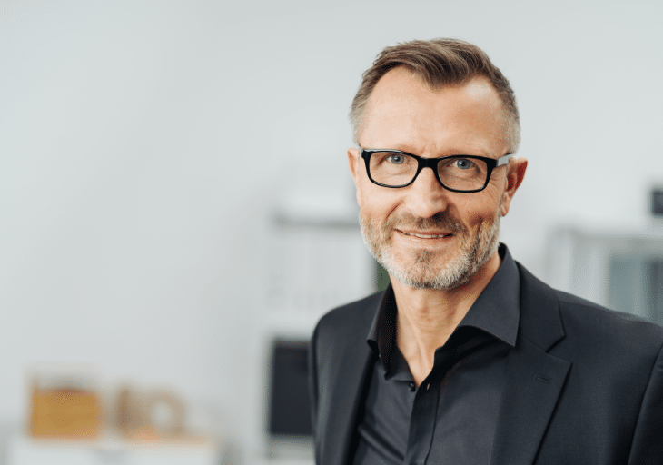 Middle-aged businessman wearing glasses@2x